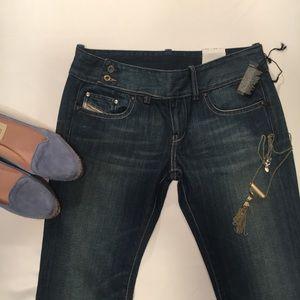 Diesel Cherone Straight Leg Jeans. Sz: 27x32